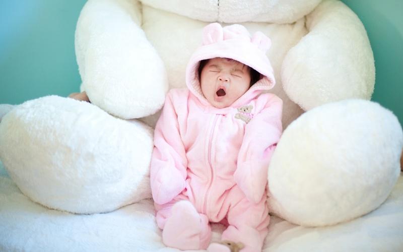 cute_baby_yawning-1280x800