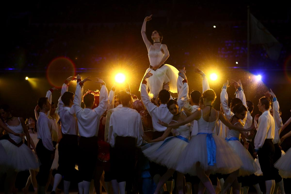 2014-winter-olympic-games-closing-20140223-173436-042