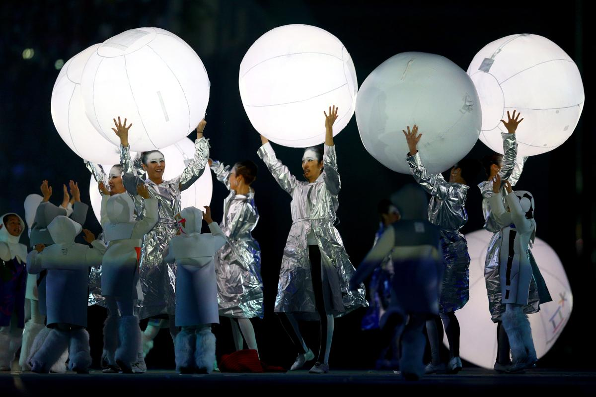 2014-winter-olympic-games-closing-20140223-180741-895