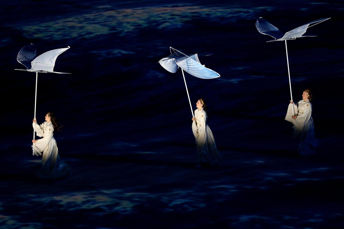 2014-winter-olympic-games-closing-20140223-162444-571