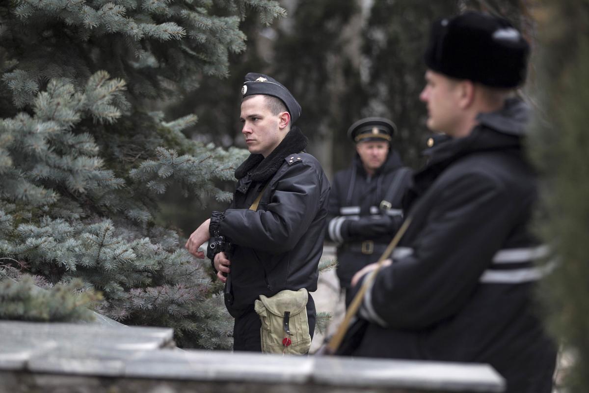 2014-02-28T135942Z_2001821783_GM1EA2S1OQ901_RTRMADP_3_UKRAINE-CRISIS-CRIMEA