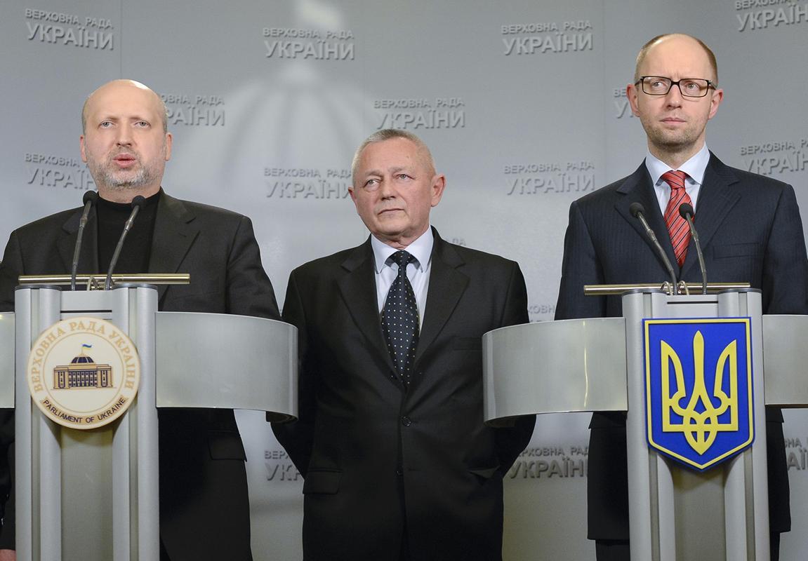 2014-03-01T215426Z_1113972715_GM1EA320G8S01_RTRMADP_3_UKRAINE-CRISIS-MILITARY