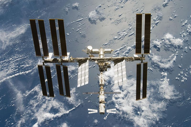 800px_iss_after_sts_124_06_2008_55_20100525123034_683