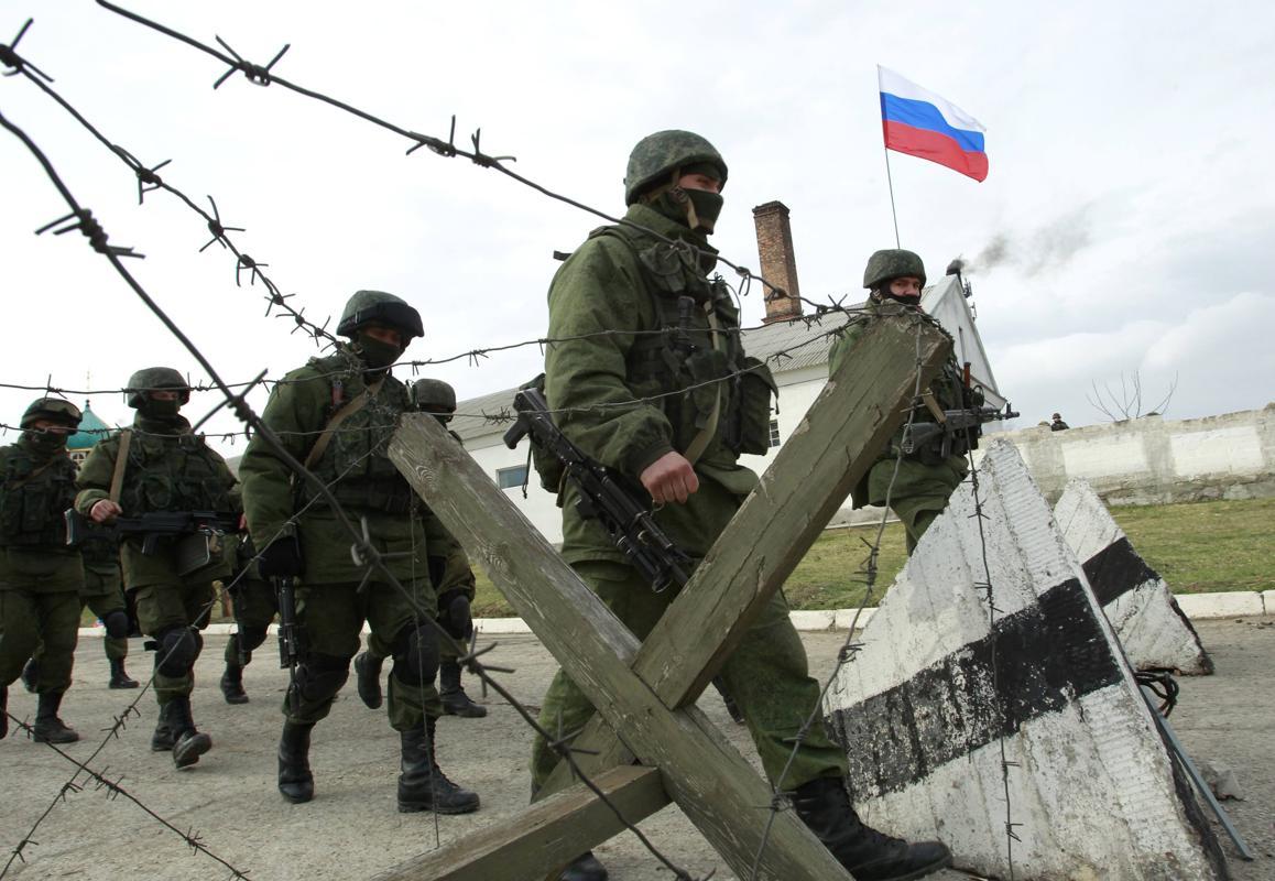 2014-03-04T081721Z_661823366_GM1EA34196M01_RTRMADP_3_UKRAINE-CRISIS-RUSSIA-MILITARY