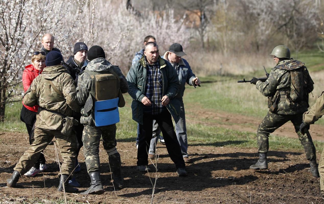 2014-04-17T022500Z_1104901843_GM1EA4G1BNT01_RTRMADP_3_UKRAINE-CRISIS