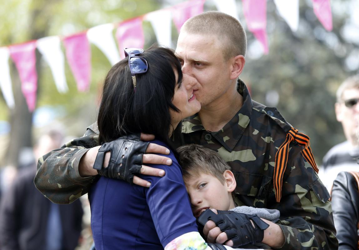 2014-04-21T092251Z_1838418729_GM1EA4L1C5Q01_RTRMADP_3_UKRAINE-CRISIS