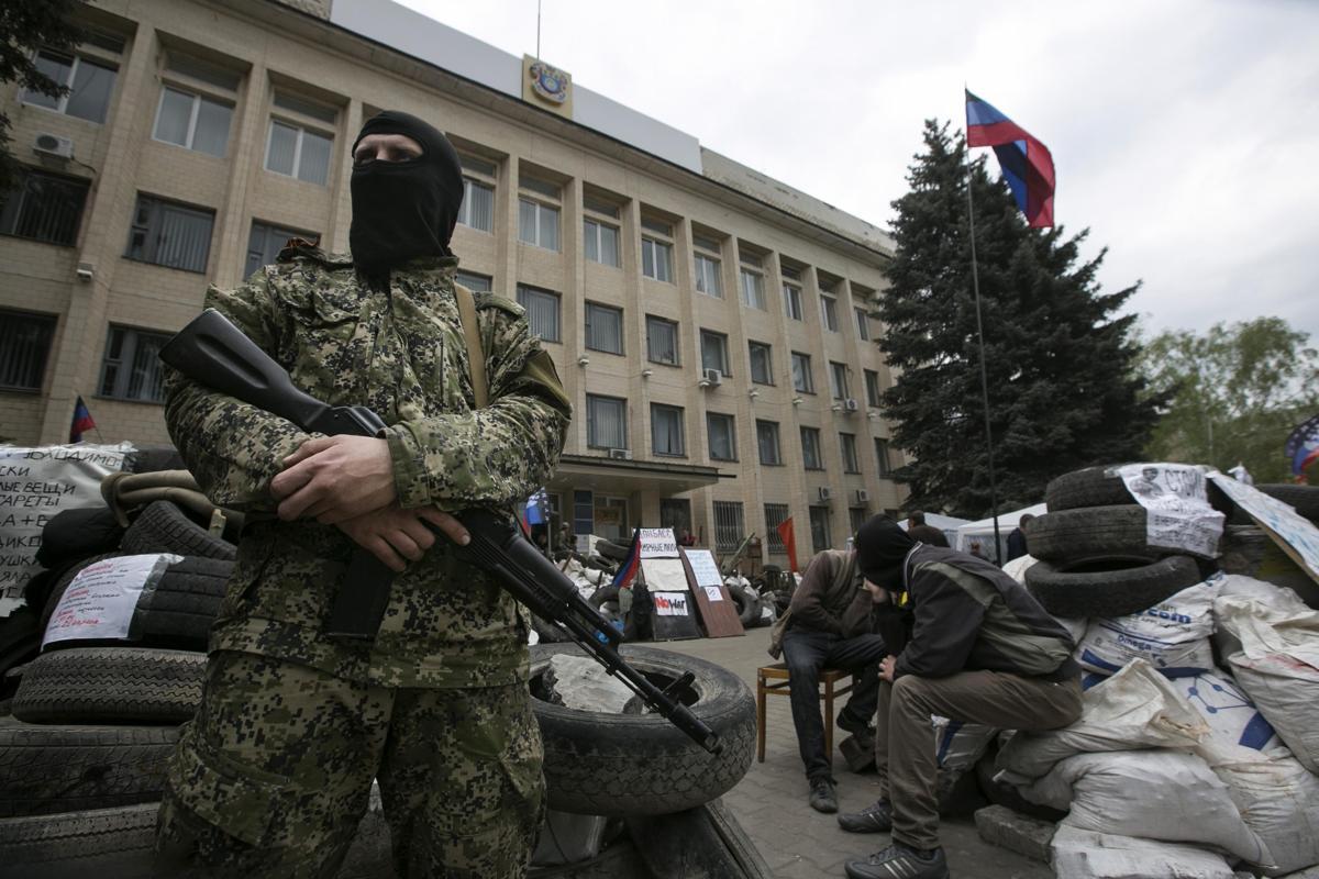 2014-04-22T123249Z_637851389_GM1EA4M1KY901_RTRMADP_3_UKRAINE-CRISIS