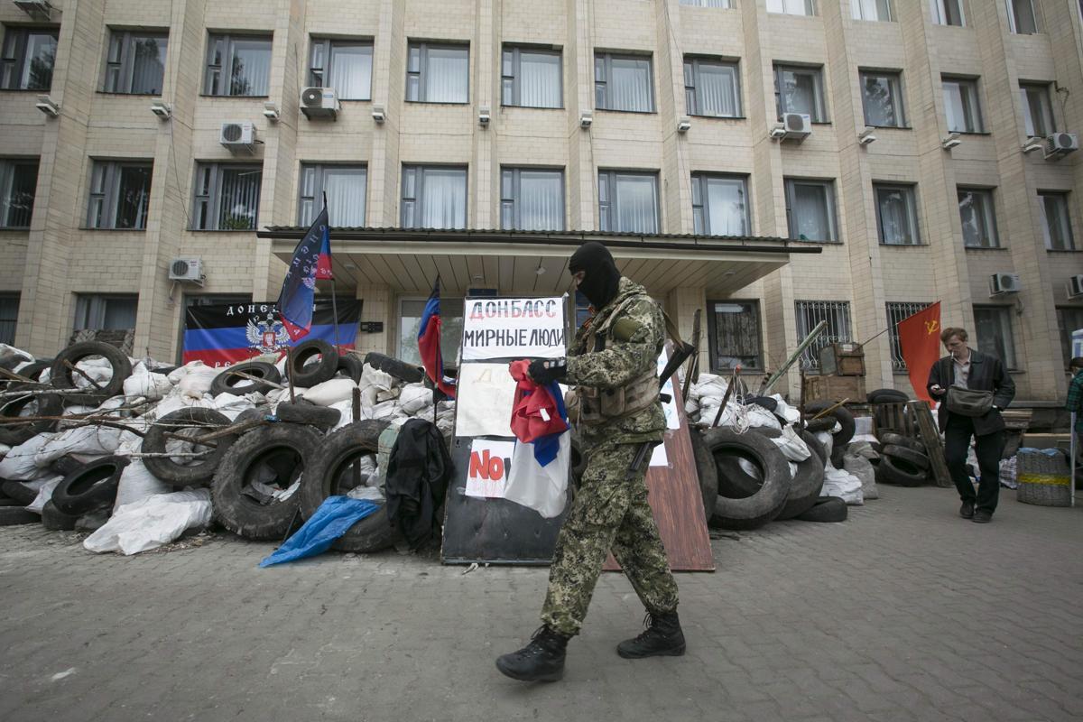 2014-04-22T132710Z_350275682_GM1EA4M1MY101_RTRMADP_3_UKRAINE-CRISIS