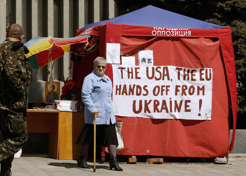2014-04-28T091506Z_1463505822_GM1EA4S1BUY01_RTRMADP_3_UKRAINE-CRISIS