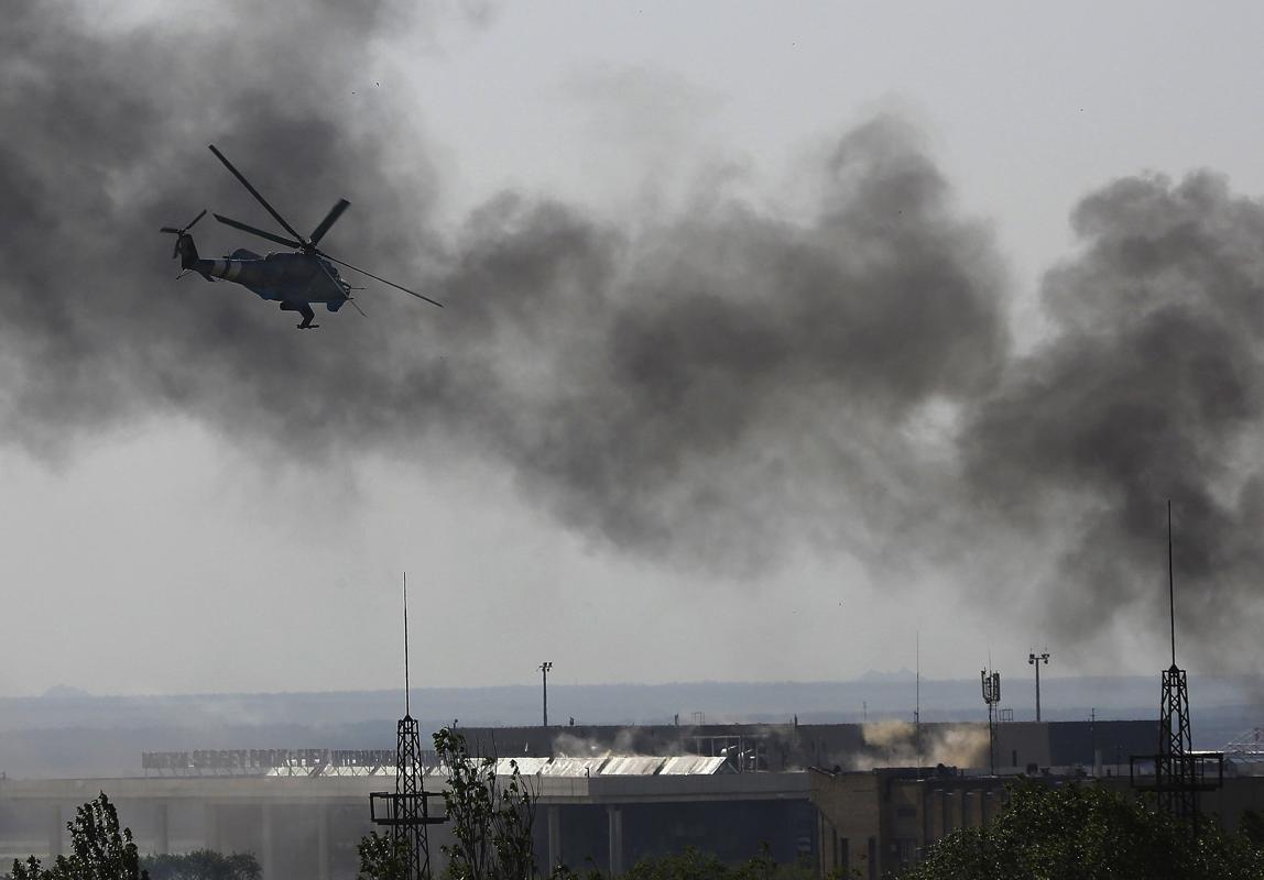 2014-05-26T162126Z_1227058134_GM1EA5R00TG01_RTRMADP_3_UKRAINE-CRISIS-AIRPORT