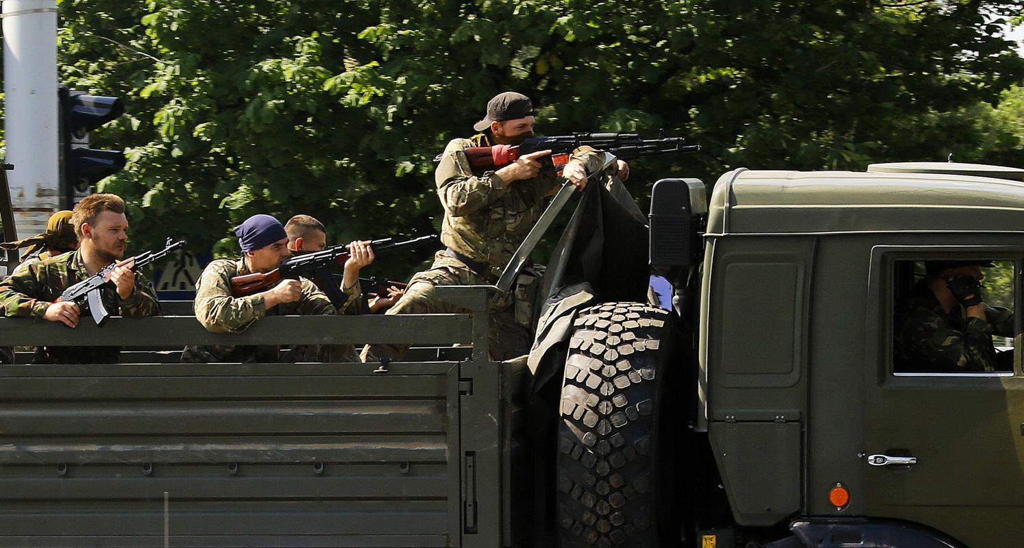 2014-05-27T023706Z_414847934_GM1EA5R0TAA01_RTRMADP_3_UKRAINE-CRISIS-AIRPORT-GUNFIRE