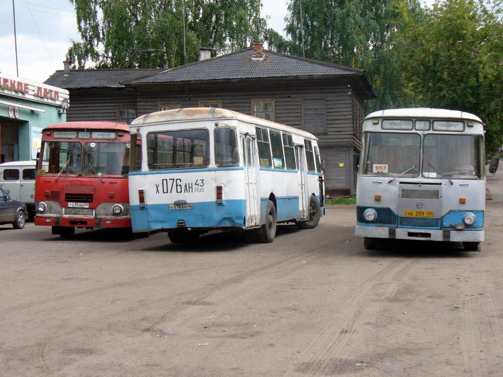 Слободские Лиазы-677М перед рейсом