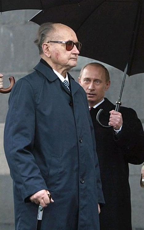 Путин с зонтиком   dc315819d4103c80b73576a129f86b13