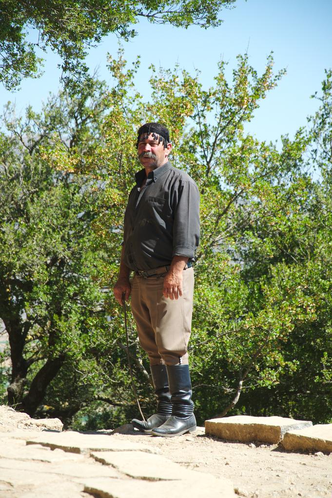 Критский мужской костюм