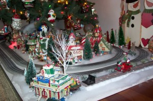 train under the christmas tree