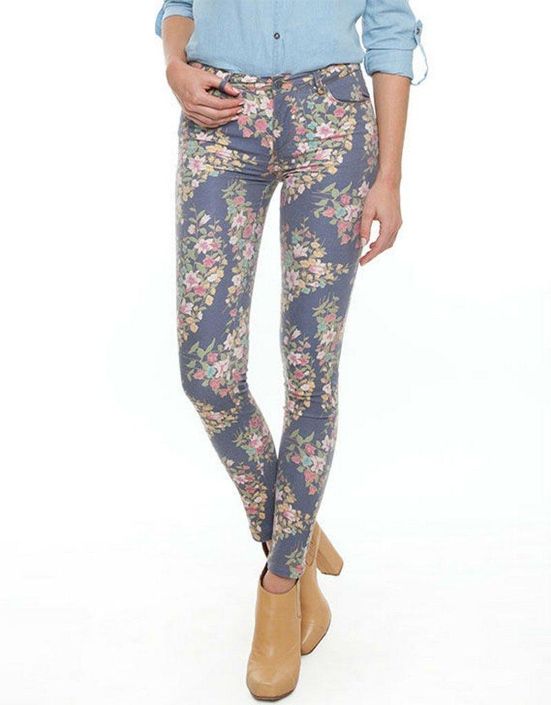 Рисунки на светлых джинсах