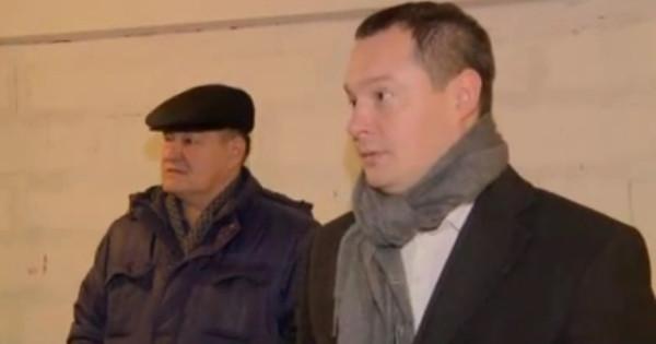 Дмитрий Нисковских у стены квартиры Анны Криндач1