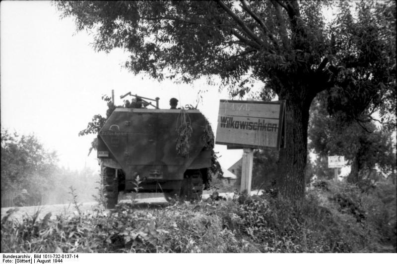 Bundesarchiv_Bild_101I-732-0137-14,_Ostpreussen,_Wilkowischken,_Schützenpanzer