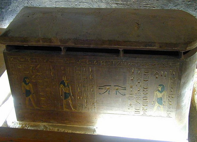 Sarcophagus in tomb of Amon-Ofis II_resize