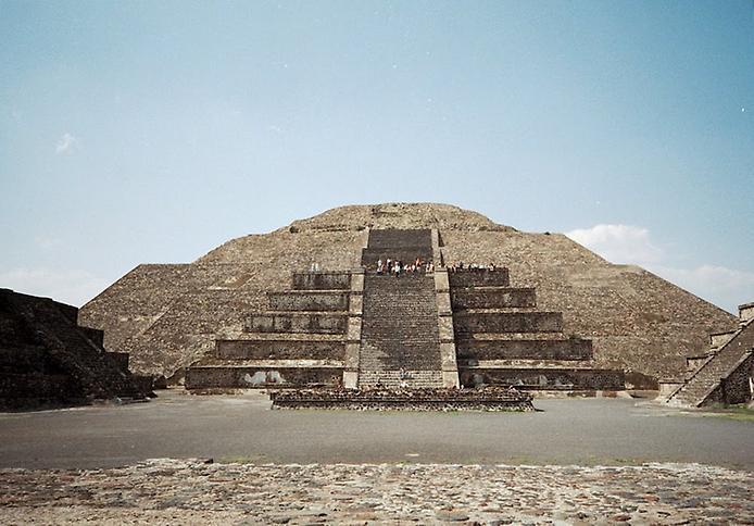 Teotihuacanpyramidofthemoon