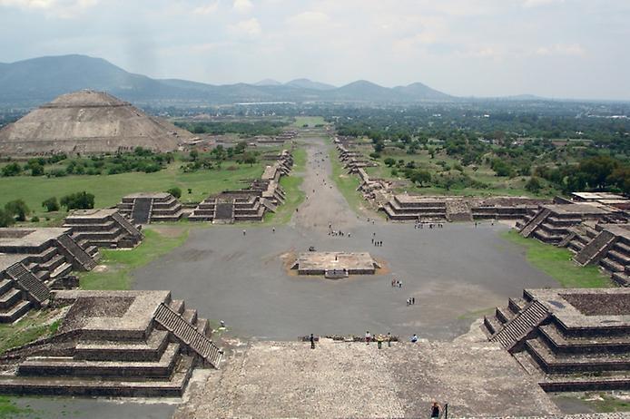 teotihuacanviewfromthepyramidofthemoon1