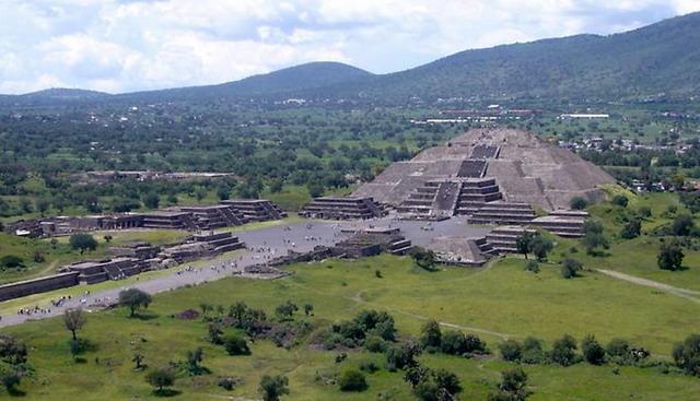 teotihuacanfromthepyramidofthesun_01_resize