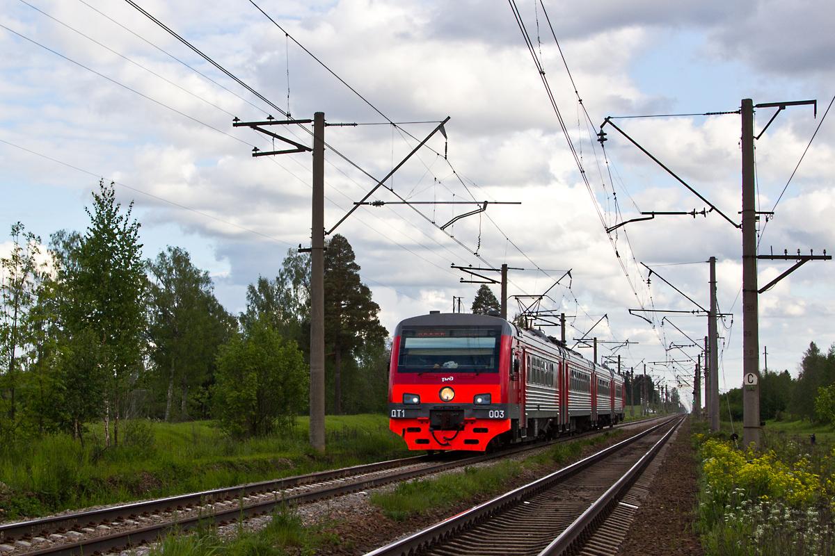 Дизель-электропоезд ДТ1-003 сообщением Псков - Санкт-Петербург