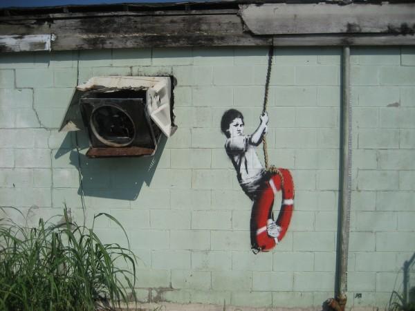 Качели. Графити Бэнкси.