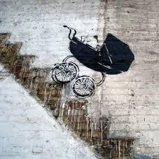 Коляска, несущаяся вниз по лестнице. Графити