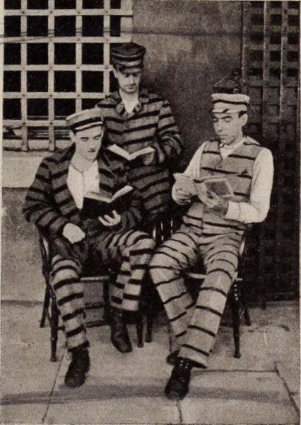 Заключённые читают