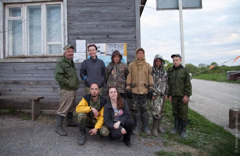 С ребятами на переправе. Фото: Анатолий Афанасьев