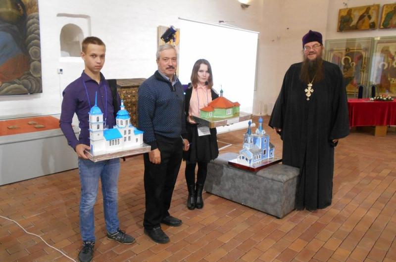 Валерий Константинович со своими учениками на XVI Областных Ферапонтовских чтениях…