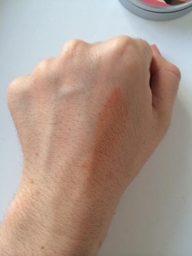 волосатые кисти рук у мужчины