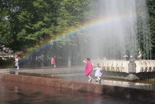 Радуга у фонтана в Бобруйске