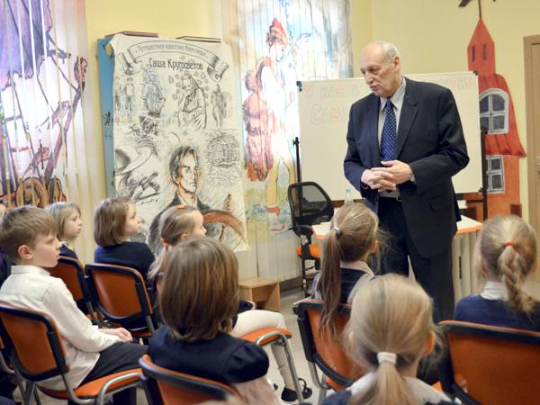 Саша Кругосветов на встрече с юными читателями в библиотеке им. С.Я. Маршака
