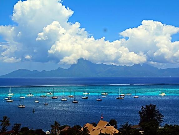 Риф Таити с видом на Муреа
