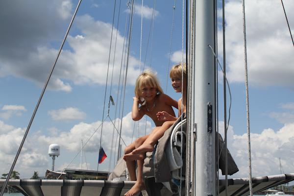 Французы трахаются у яхты