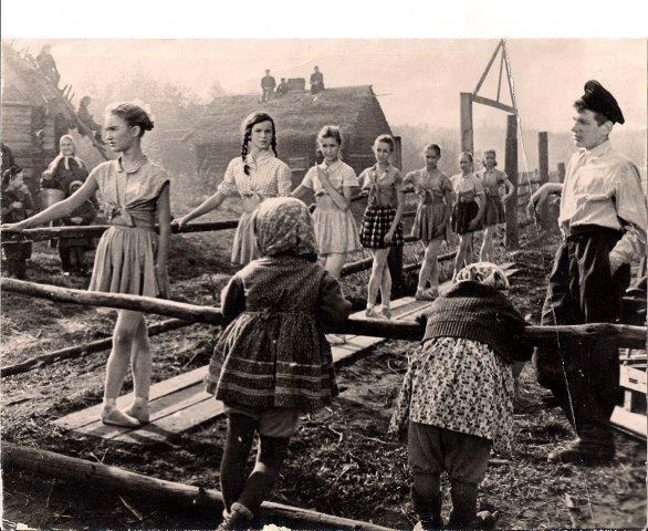 Юные ленинградские балерины в эвакуации