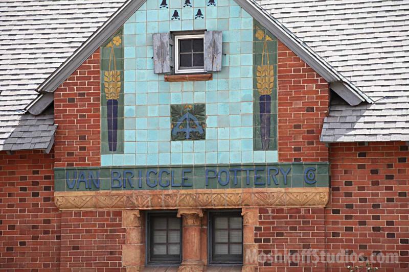 керамическое оформление фасадов студии Van Briggle