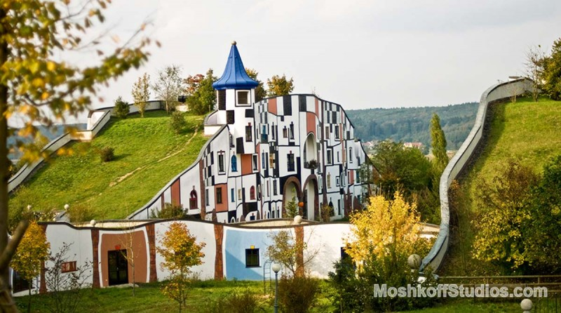 одно из зданий в комплексе Bad Blumau, фото Ксения Пирвиц MoshkoffStudios.com