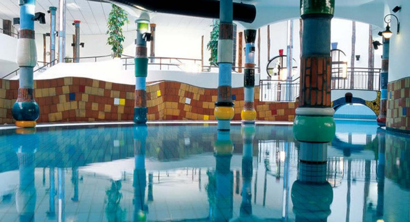 часть внутренних бассейнов СПА-комплекса Bad Blumau