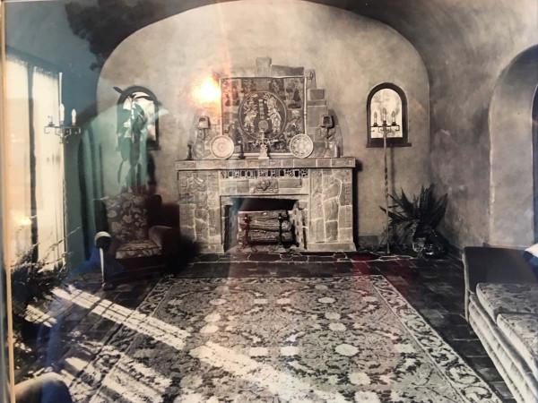 """RufusKeeler_камин """"Майя"""" в гостиной дома Руфуса, историческое фото"""