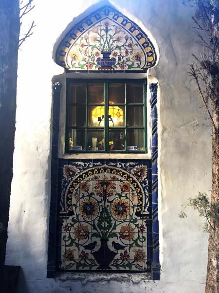 RufusKeeler_керамическое панно на фасаде дома