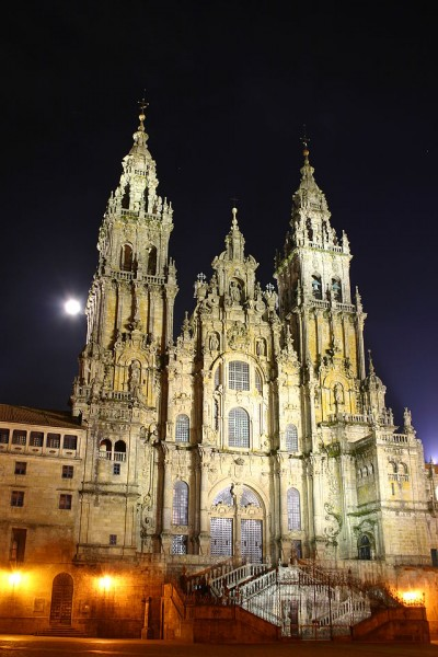 640px-Santiago.de.Compostela.Catedral.Noche