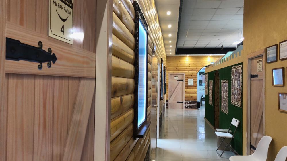 Типа, для детей деревеская тема внутри клиники
