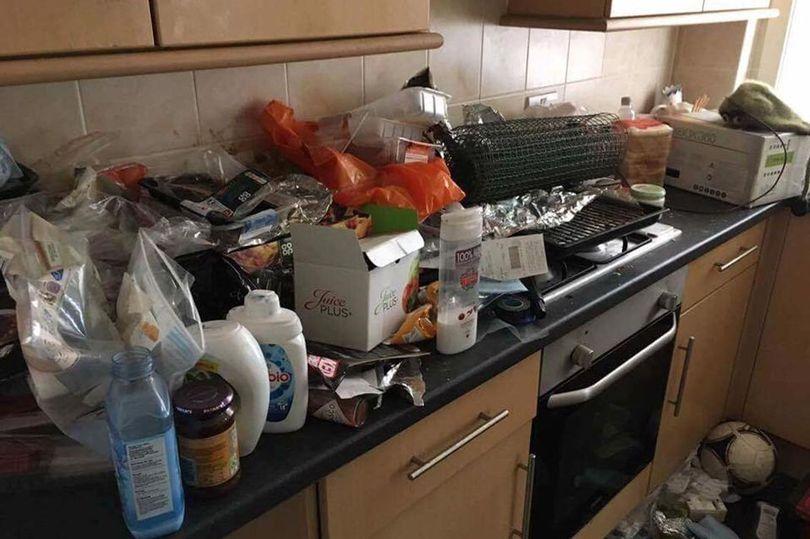 Первая попавшаяся картинка по запросу tenants trashed house, examinerlive.co.uk
