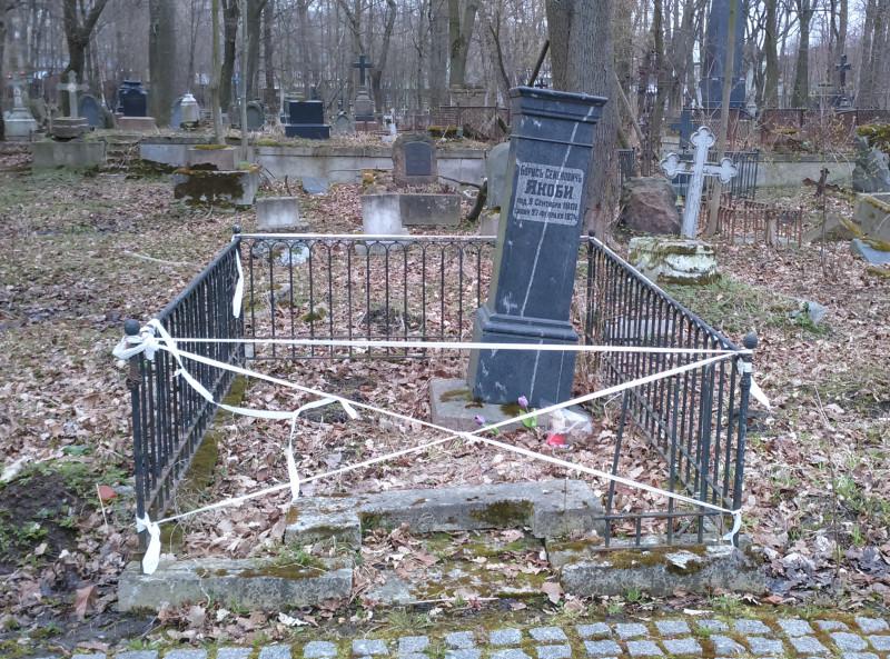 Ru-SPb-Jakobi-tomb[1].jpg