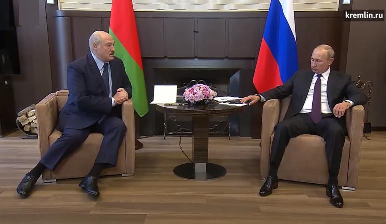 Лука перед Путиным на коленях