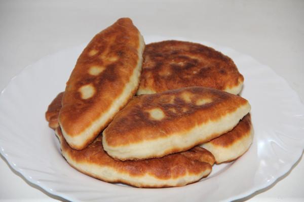 Пирожки жареные с луком и яйцами_1