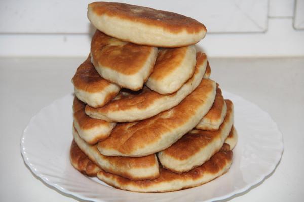 Пирожки жареные с луком и яйцами_2